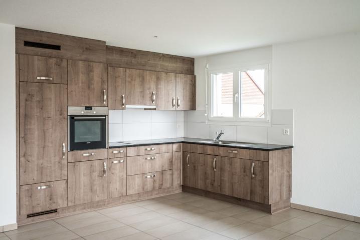 immobilien kauf verkauf haus wohnung 4 5 zimmerwohnung in ch nens freiburg. Black Bedroom Furniture Sets. Home Design Ideas