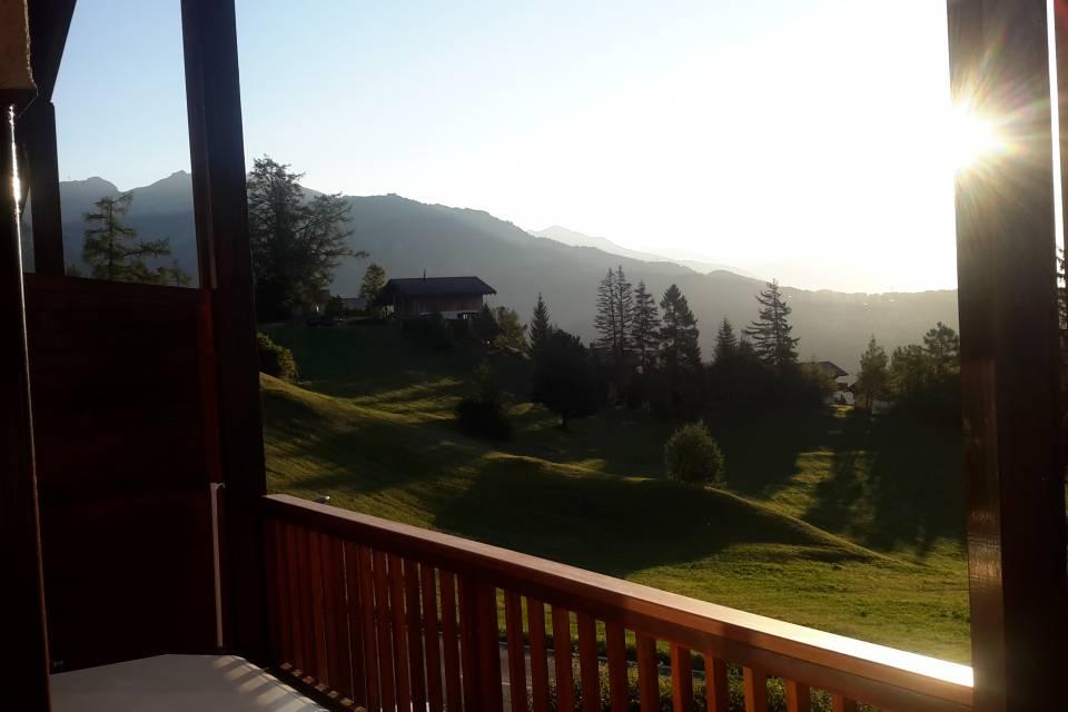 Vue du lever de soleil depuis le balcon