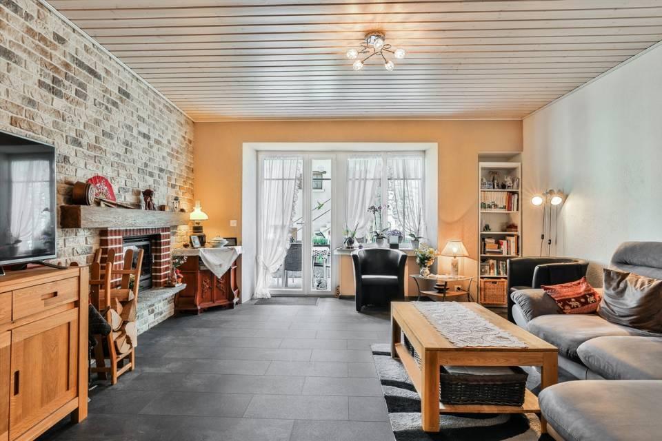 Appartement 5,5 pièces : salon avec cheminée