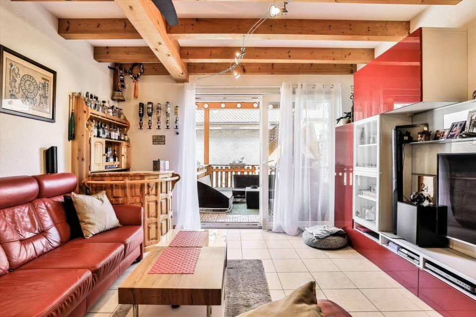 Salon avec ouverture sur terrasse
