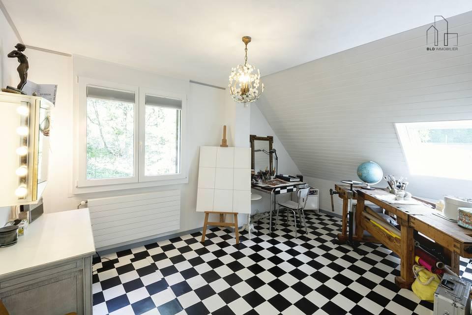 Chambre utilisée comme atelier