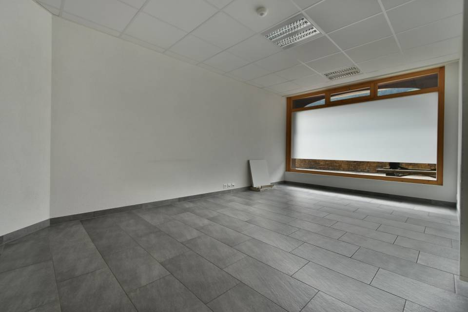 objet.soustype.commerce 2 pièces 84 m2 à Champéry