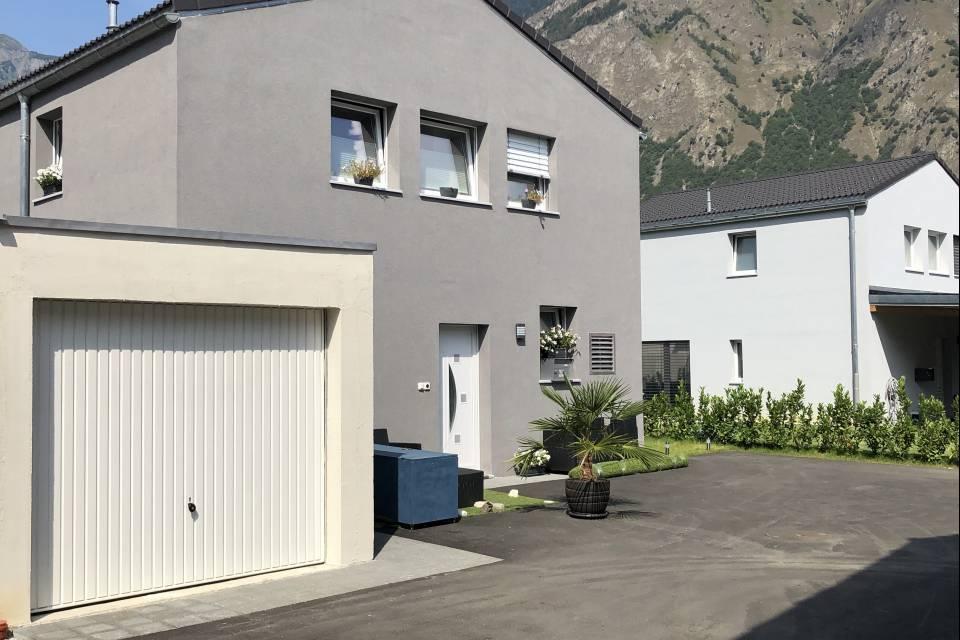 Villa jumelle par garages 4.5 pièces à Saxon