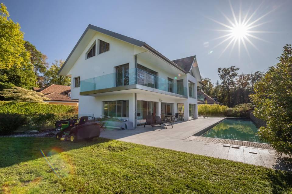 Villa Individuelle 12 pièces à Dully-Bursinel
