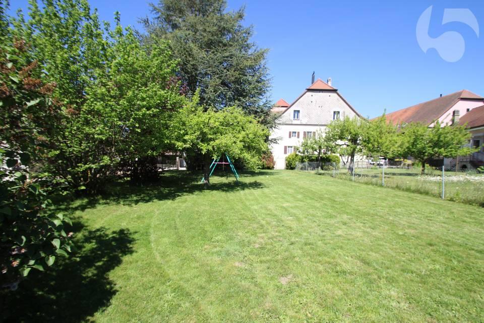 Jardin n°2 de 371 m2, situé en face de la maison