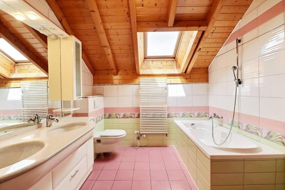 BATHROOM ON THE FLOOR