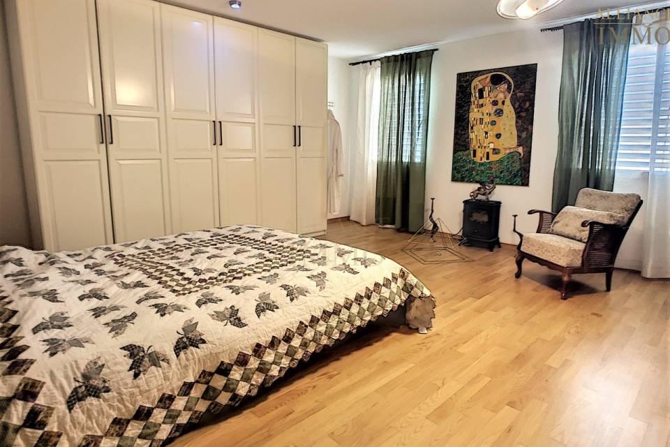 La grande chambre à coucher