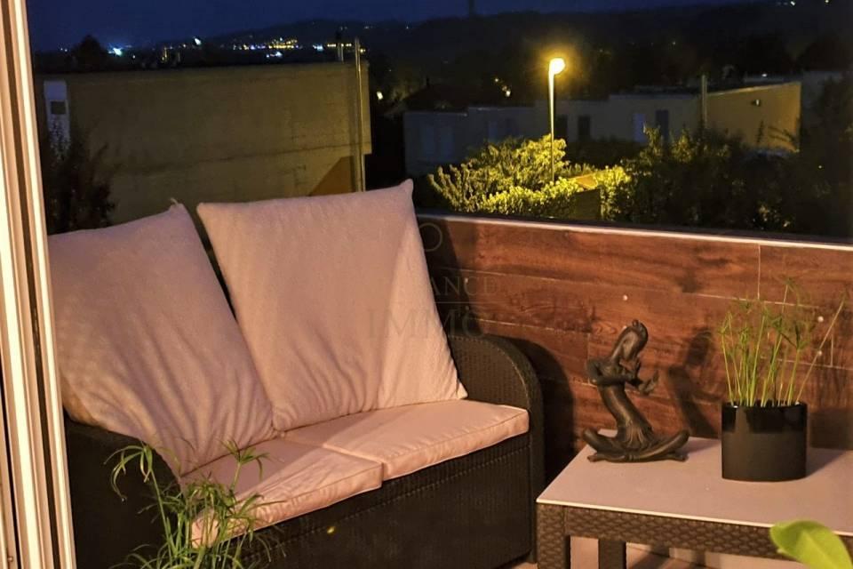 Le balcon côté est, de nuit