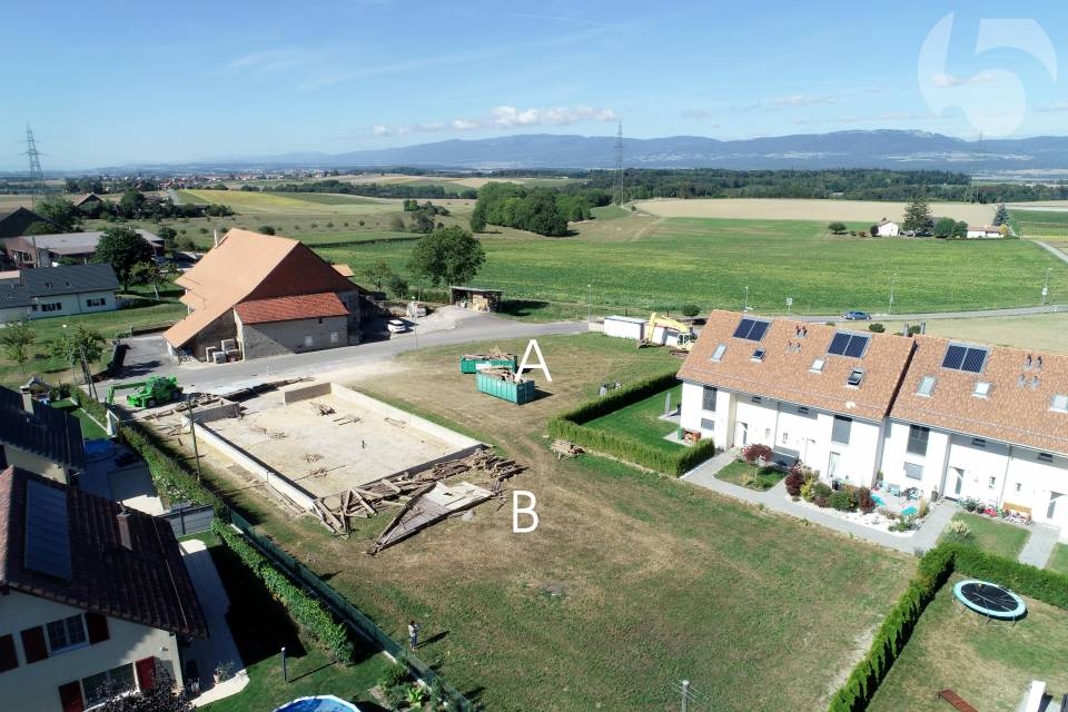 Parcelle orientée Ouest, Jura. A proximité des chemins agricoles.
