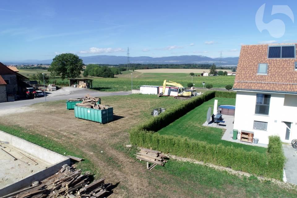 A proximité des champs et vue Jura