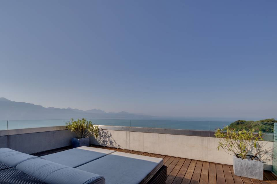 Niveau 2 : terrasse chambre principale d'env. 30 m2