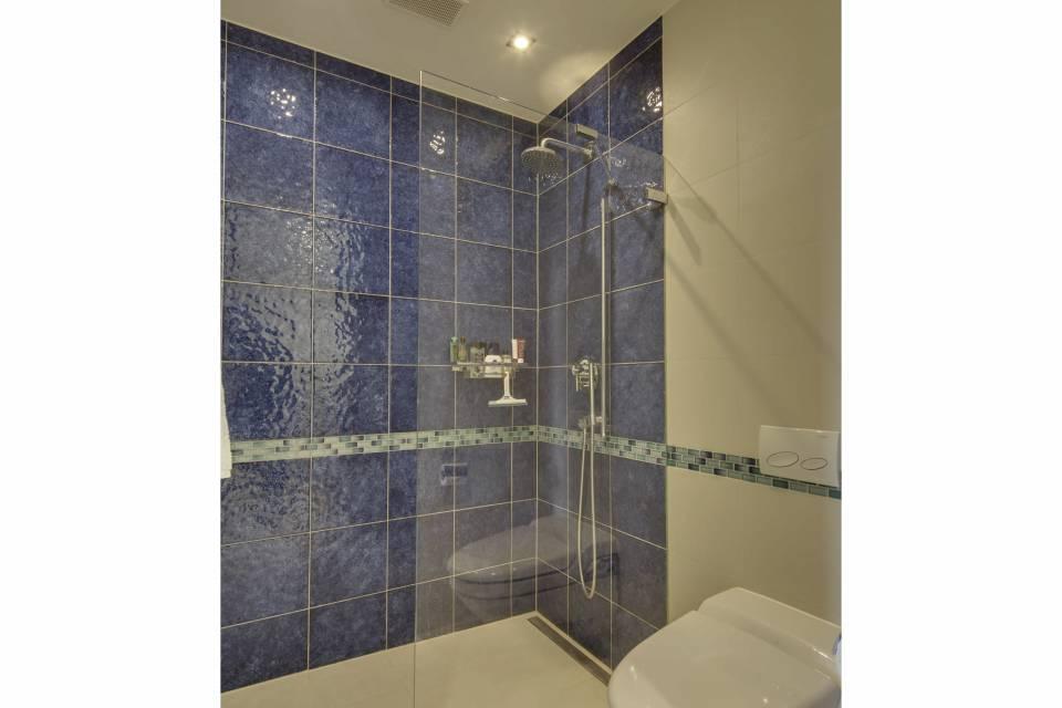Salle de douche attenante chambre 2