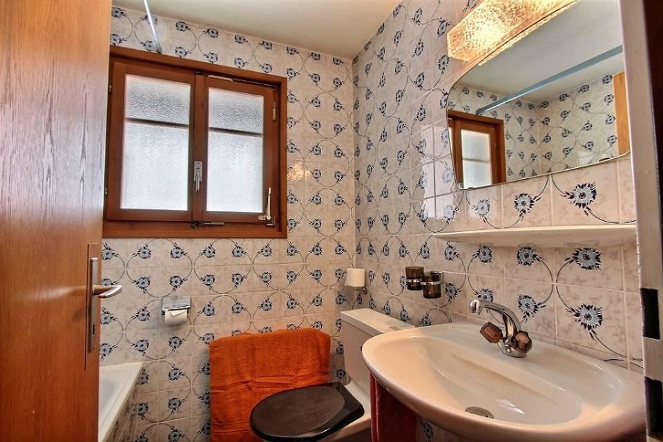 1st floor bath room