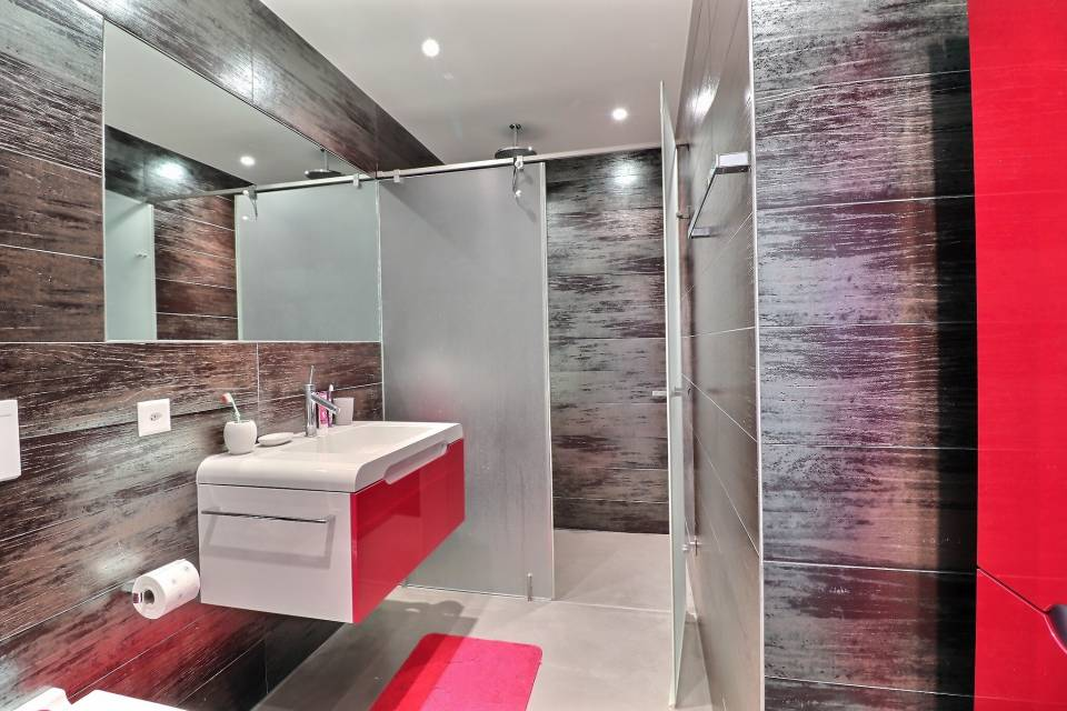SHOWER ROOM FOR BEDROOMS 2 AND 3