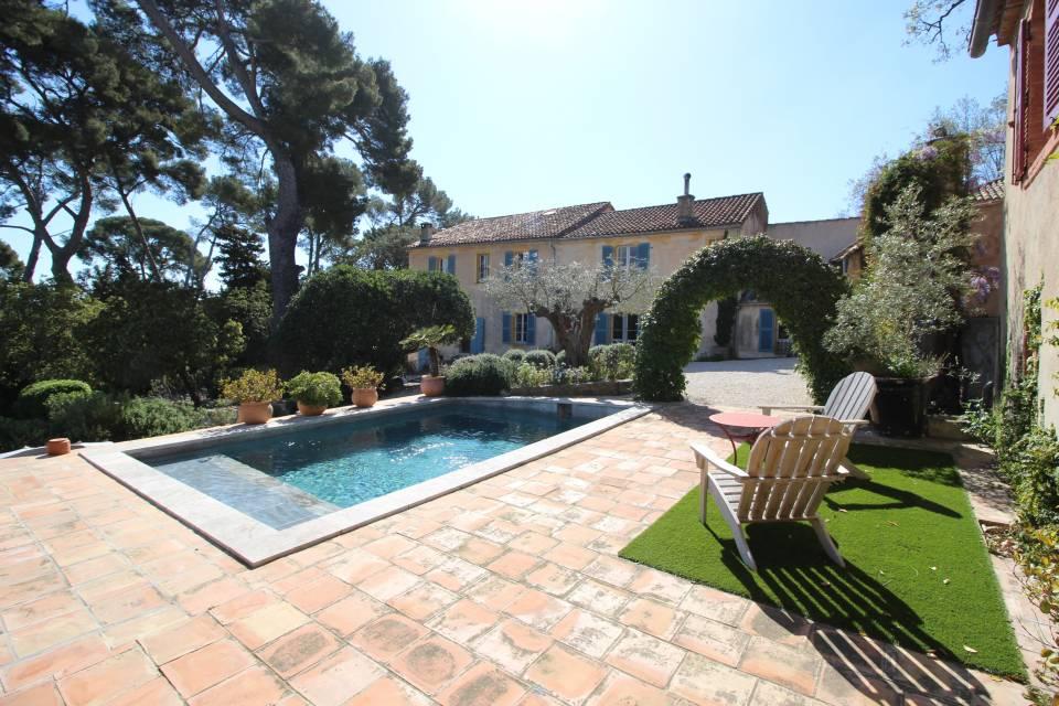 Secteur piscine et pool house agréable