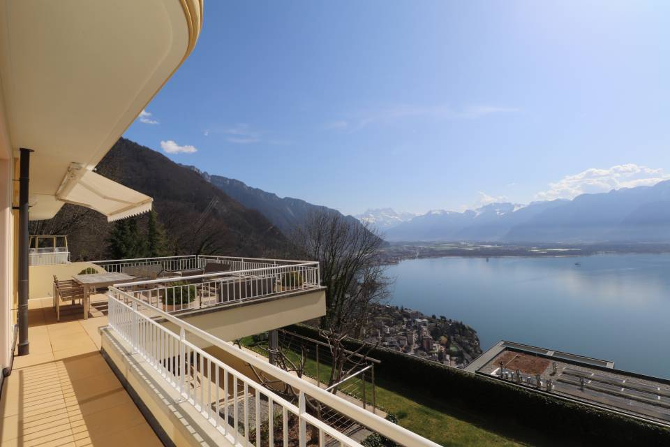 LARGE TERRACE WITH SOUTH AND DENTS-DU-MIDI VIEWS