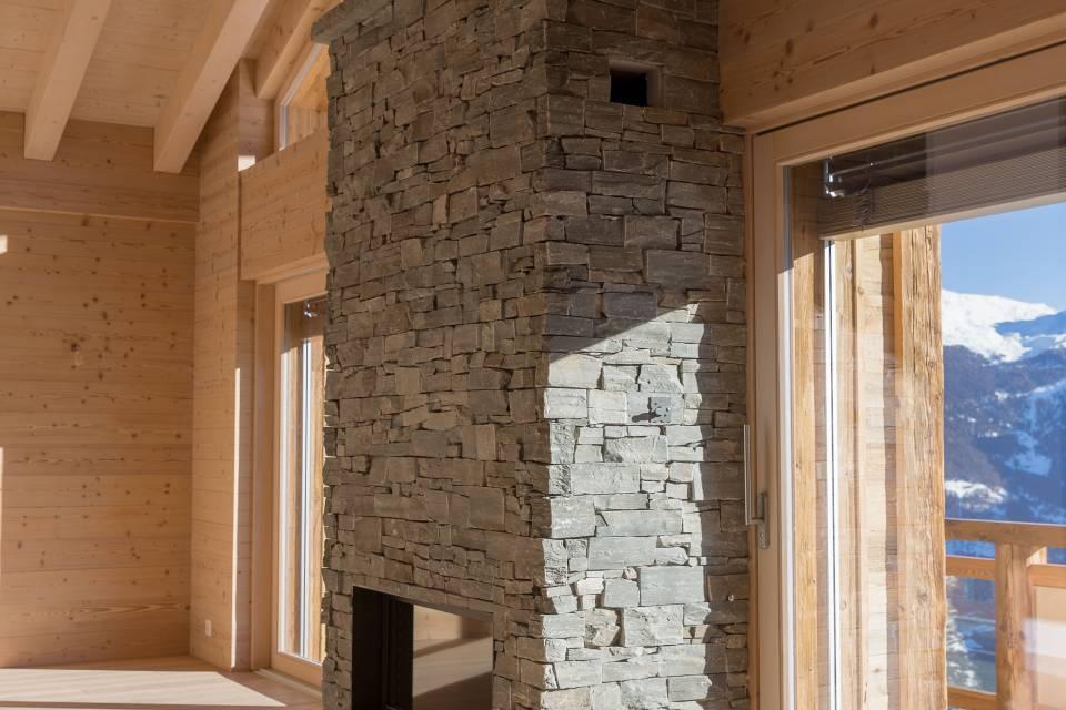 Mélange des matériaux pierre et bois