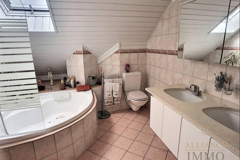 La salle de bain du 1er étage
