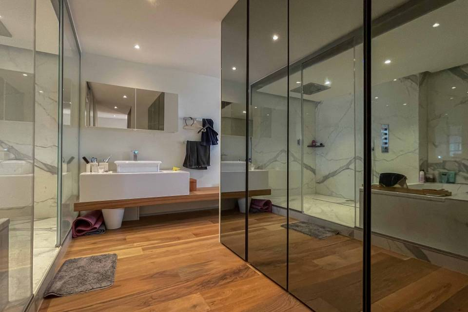 Dressing room and bathroom access
